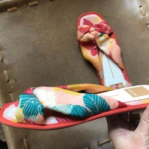 NWOT Dolce Vita fabric sandals
